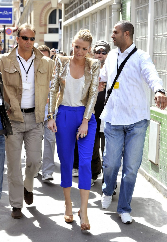 50127_Blake_lively_on_the_set_of_gossipgirl_july2010_3-707x1024